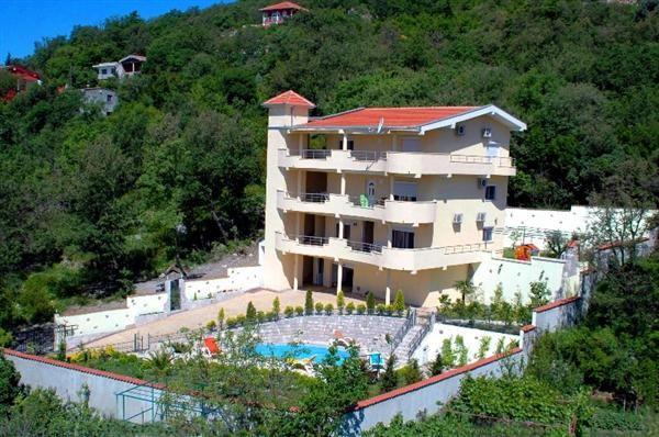 Вилла в Сутоморе, Черногория, 484 м2 - фото 1