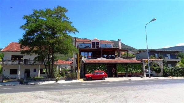 Отель, гостиница в Тивате, Черногория, 230 м2 - фото 1