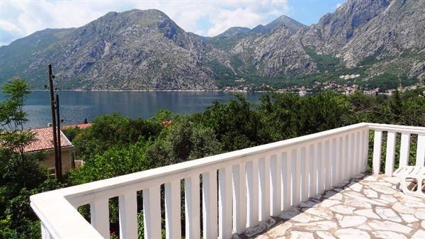Дом в Люте, Черногория, 900 м2 - фото 1