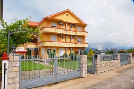 Отель, гостиница в Улцине, Черногория, 460 м2 - фото 1