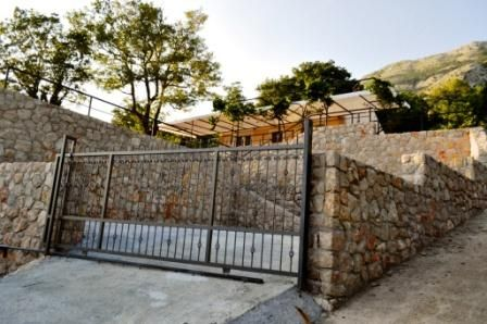 Дом в Сутоморе, Черногория, 450 м2 - фото 1