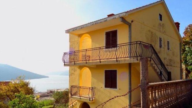 Дом в Кумборе, Черногория, 260 м2 - фото 1