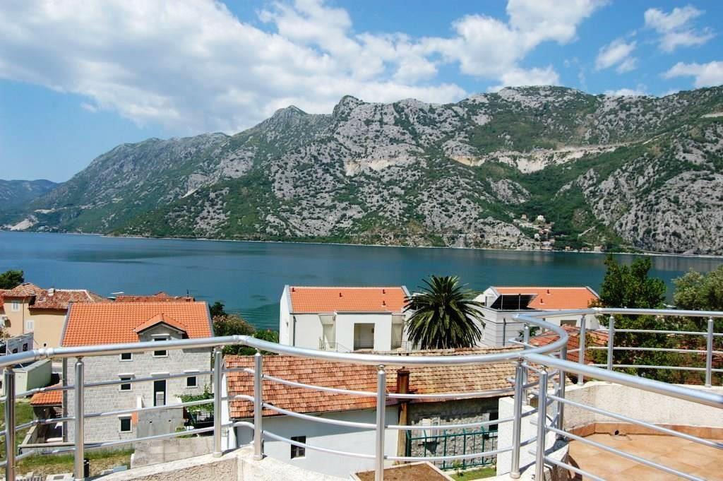 Квартира в Рисане, Черногория, 130 м2 - фото 1