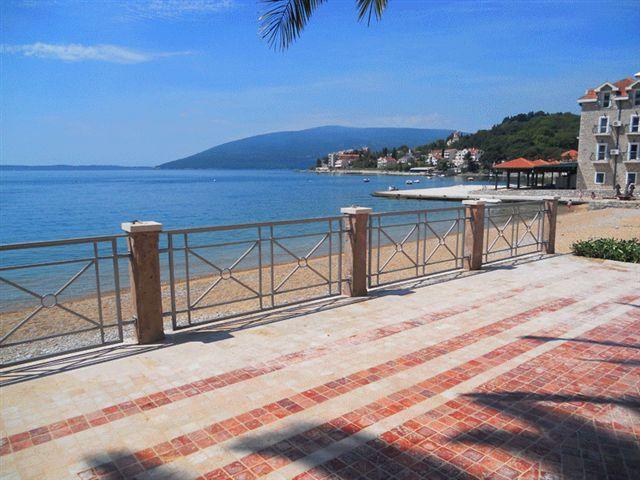 Отель, гостиница в Херцеге Нови, Черногория, 57 м2 - фото 1