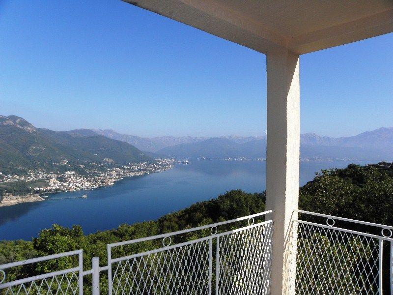 Дом на полуострове Луштица, Черногория, 130 м2 - фото 1
