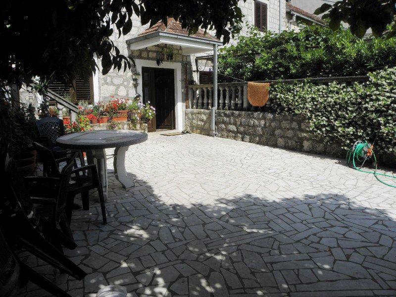 Дом в Доброте, Черногория, 190 м2 - фото 1