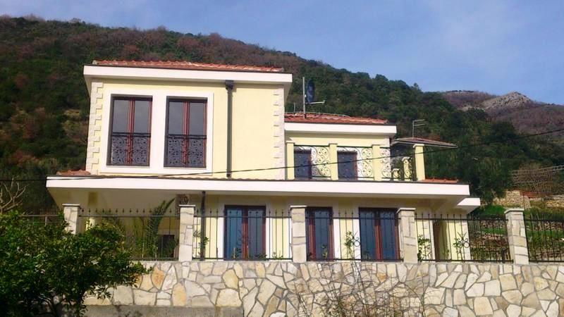 Дом в Херцеге Нови, Черногория, 745 м2 - фото 1