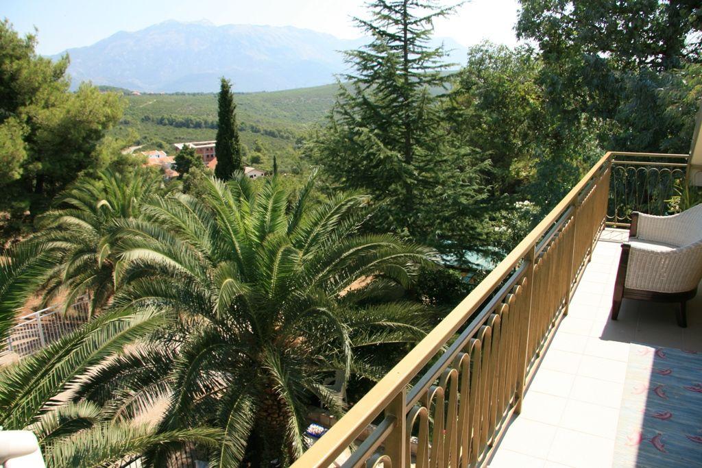 Дом в Тивате, Черногория, 300 м2 - фото 1