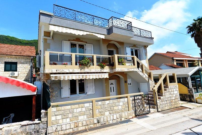 Отель, гостиница в Кумборе, Черногория, 300 м2 - фото 1