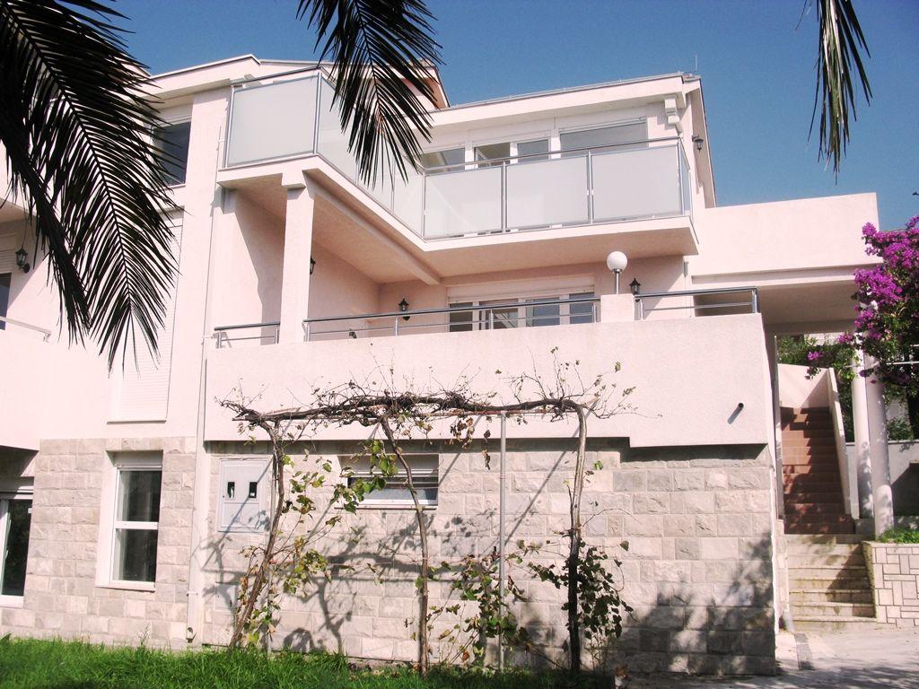 Дом в Тивате, Черногория, 292 м2 - фото 1