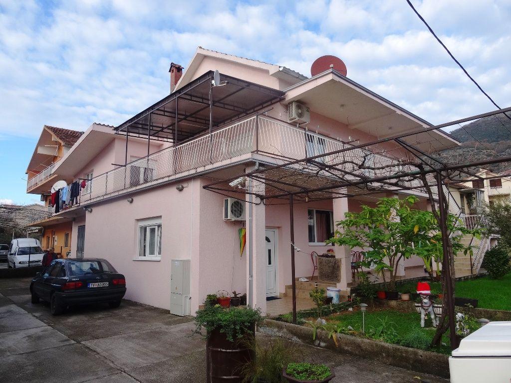Дом в Тивате, Черногория, 215 м2 - фото 1