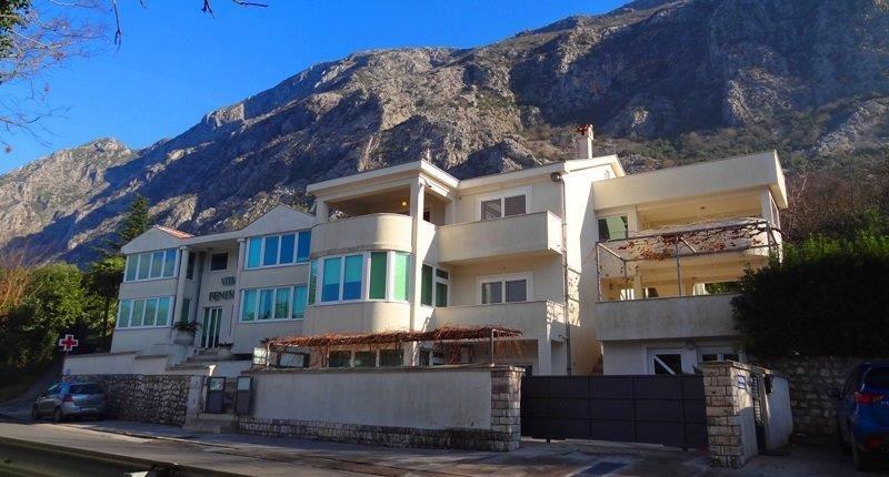 Отель, гостиница в Доброте, Черногория, 530 м2 - фото 1
