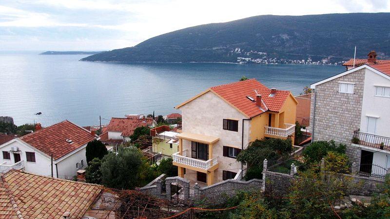 Дом в Херцеге Нови, Черногория, 330 м2 - фото 1
