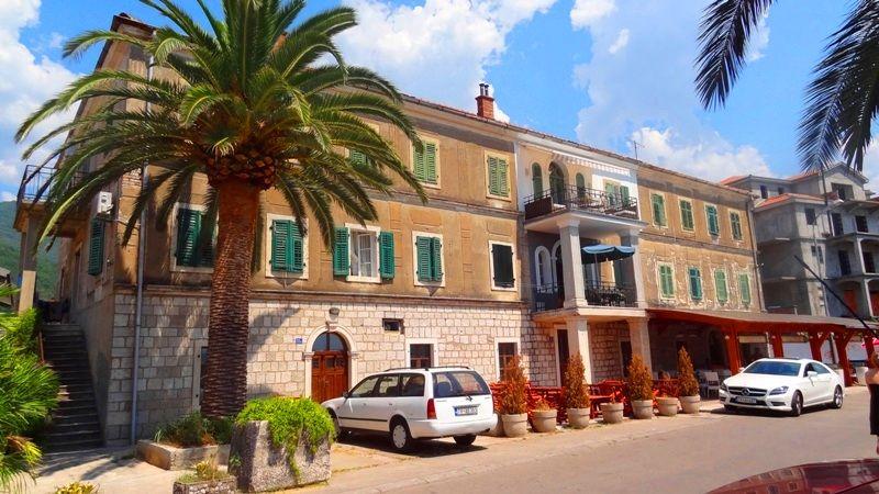 Квартира в Тивате, Черногория, 220 м2 - фото 1