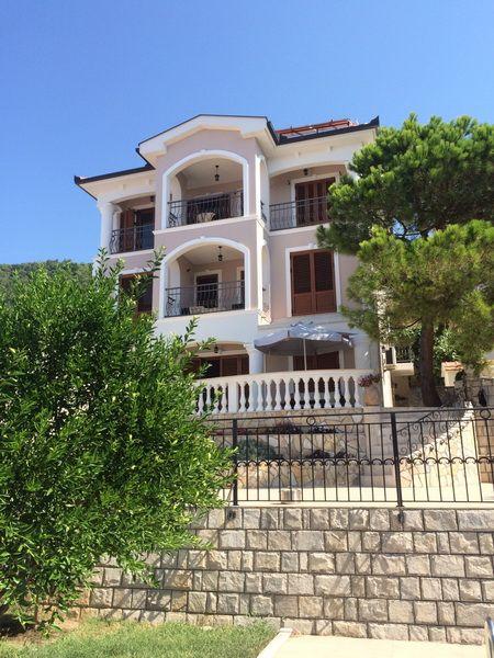 Великолепный дом в добра вода в черногории купить
