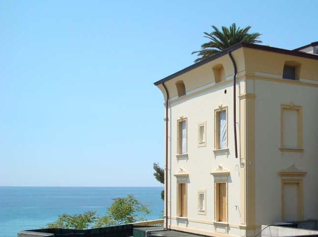 Вилла в Сан-Ремо, Италия, 500 м2 - фото 1