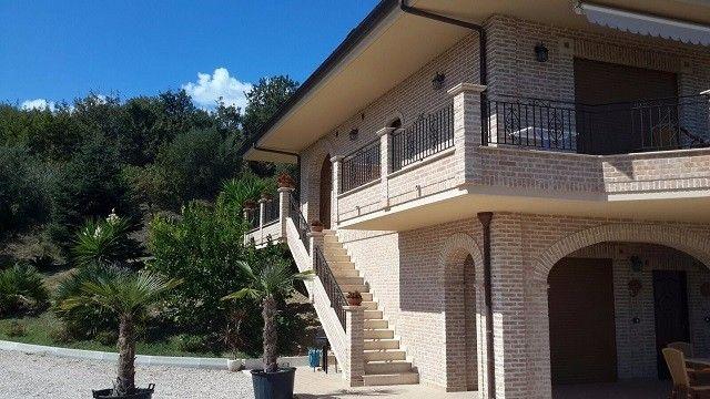 Вилла в Абруццо, Италия, 450 м2 - фото 1