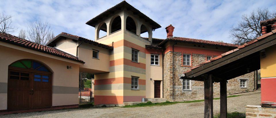 Отель, гостиница Пьемонт, Италия, 2200 м2 - фото 1