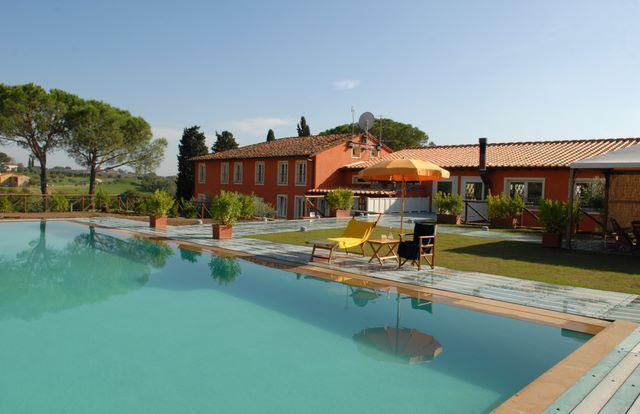 Отель, гостиница в Лукке, Италия, 608 м2 - фото 1