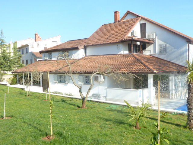 Дом в Пуле, Хорватия, 880 м2 - фото 1