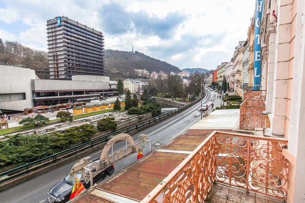 Отель, гостиница в Карловых-Варах, Чехия, 3300 м2 - фото 1