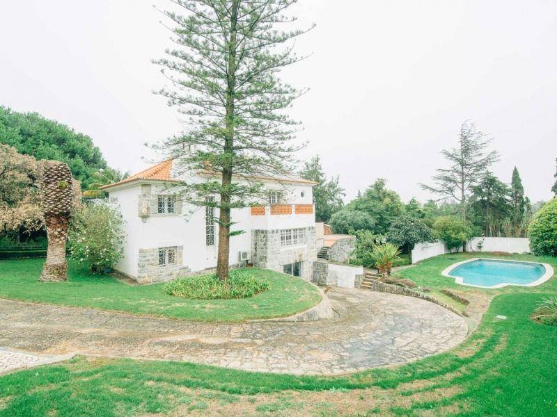 Вилла в Эшториле, Португалия, 2482 м2 - фото 1