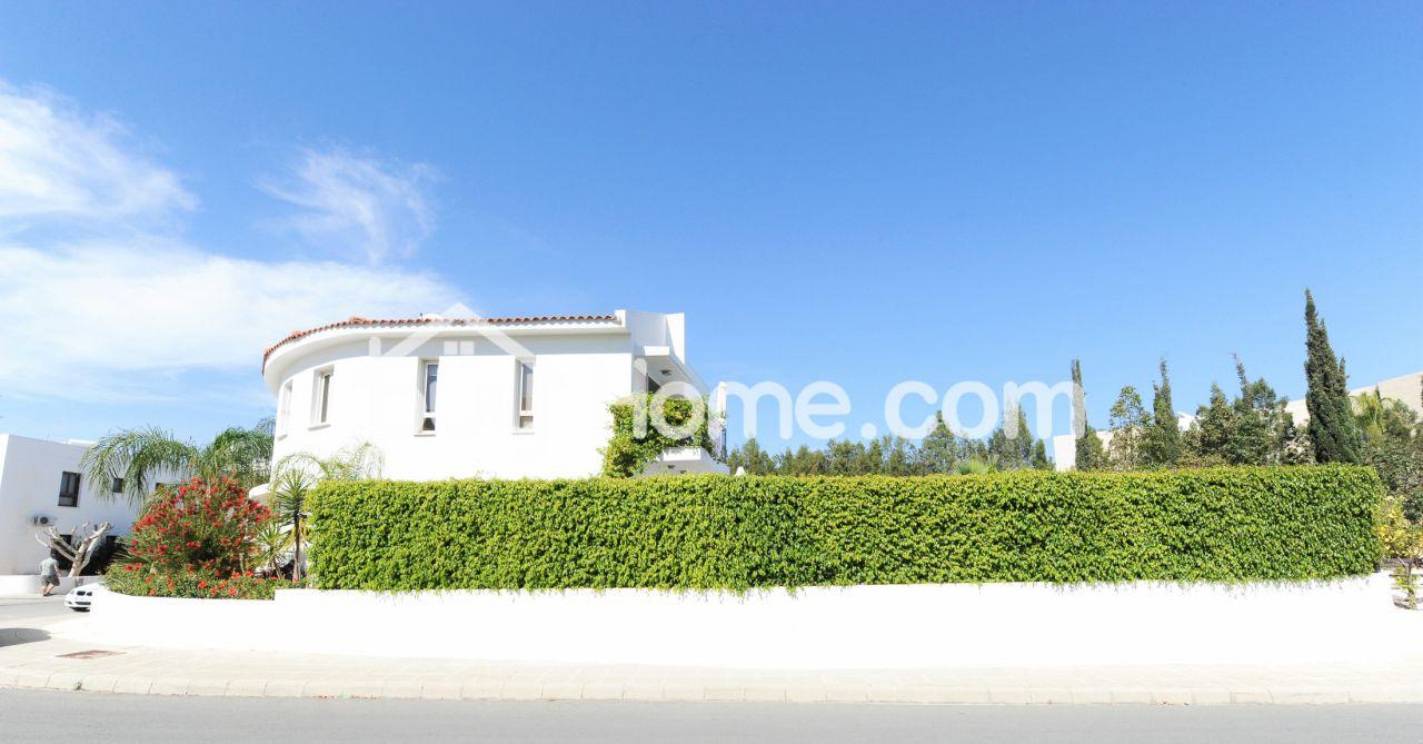 Дом в Ларнаке, Кипр, 340 м2 - фото 1