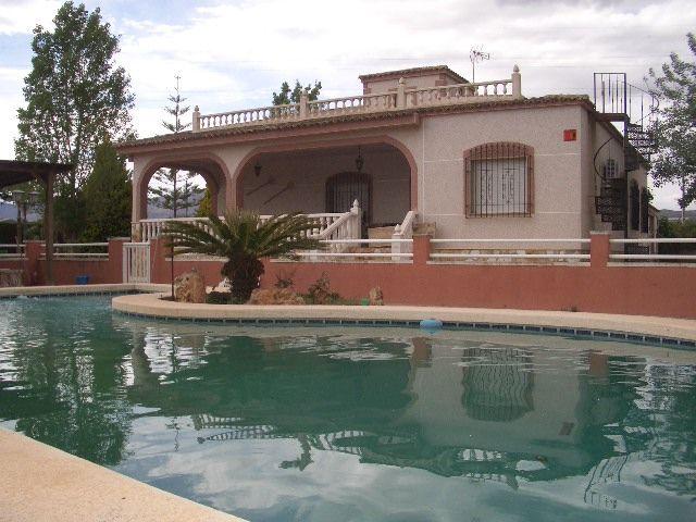 Дом в Аликанте, Испания, 4000 м2 - фото 1