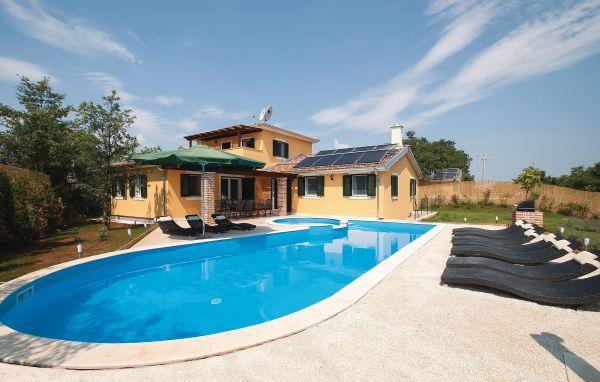 Дом в Пуле, Хорватия, 1100 м2 - фото 1
