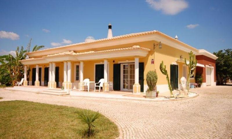 Вилла в Алгарве, Португалия, 16760 м2 - фото 1