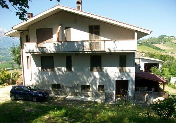 Дом в Абруццо, Италия, 270 м2 - фото 1