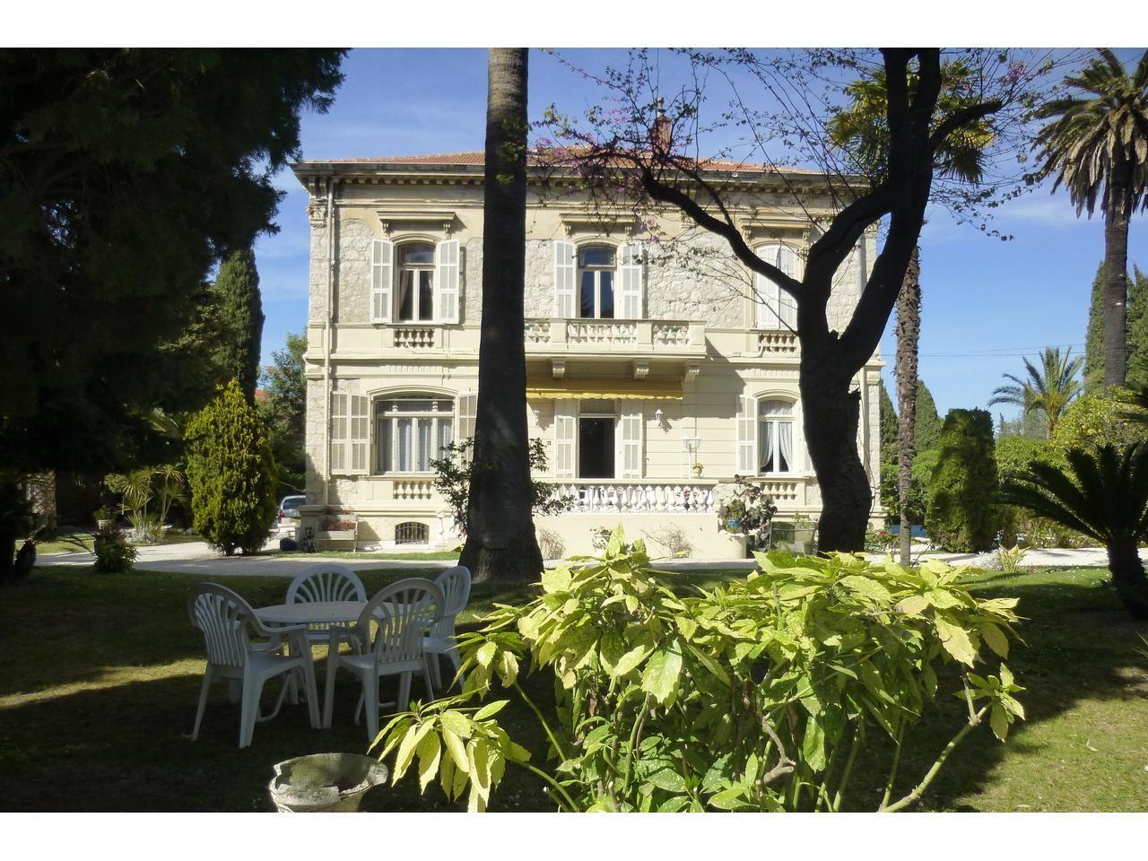 Вилла в Ницце, Франция, 390 м2 - фото 1