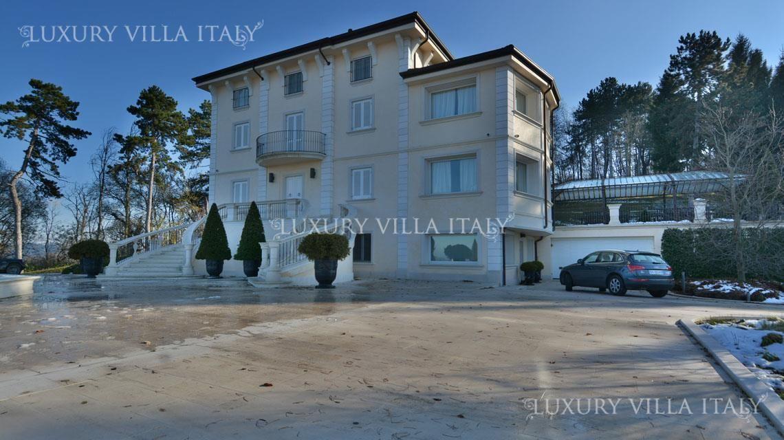 Дом в Милане, Италия, 2000000 м2 - фото 1