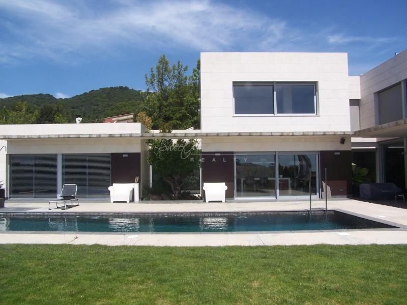 Дом в Камбрильсе, Испания, 1800 м2 - фото 1