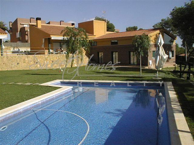 Дом на Коста-Дорада, Испания, 720 м2 - фото 1