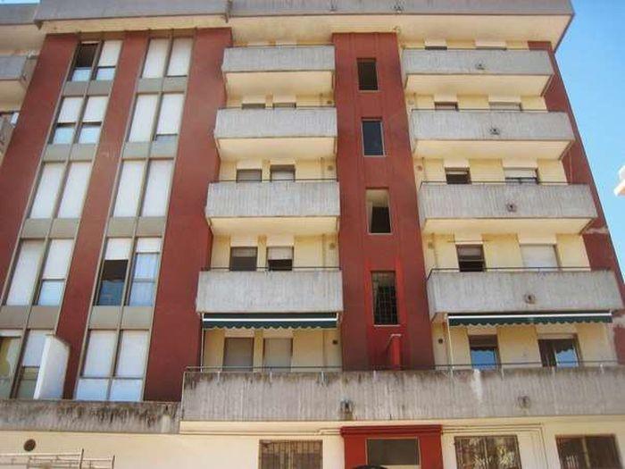 Коммерческая недвижимость в Милане, Италия, 800 м2 - фото 1
