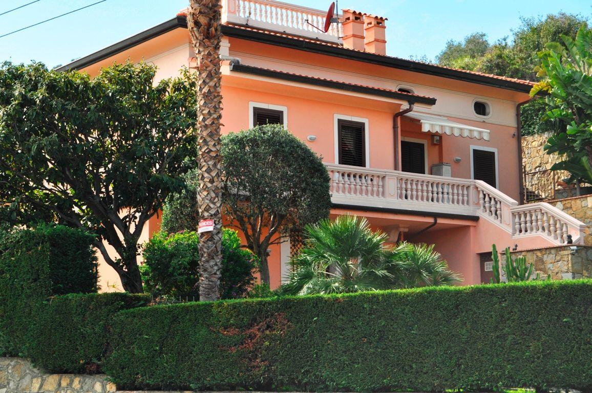 Вилла в Сан-Ремо, Италия, 315 м2 - фото 1