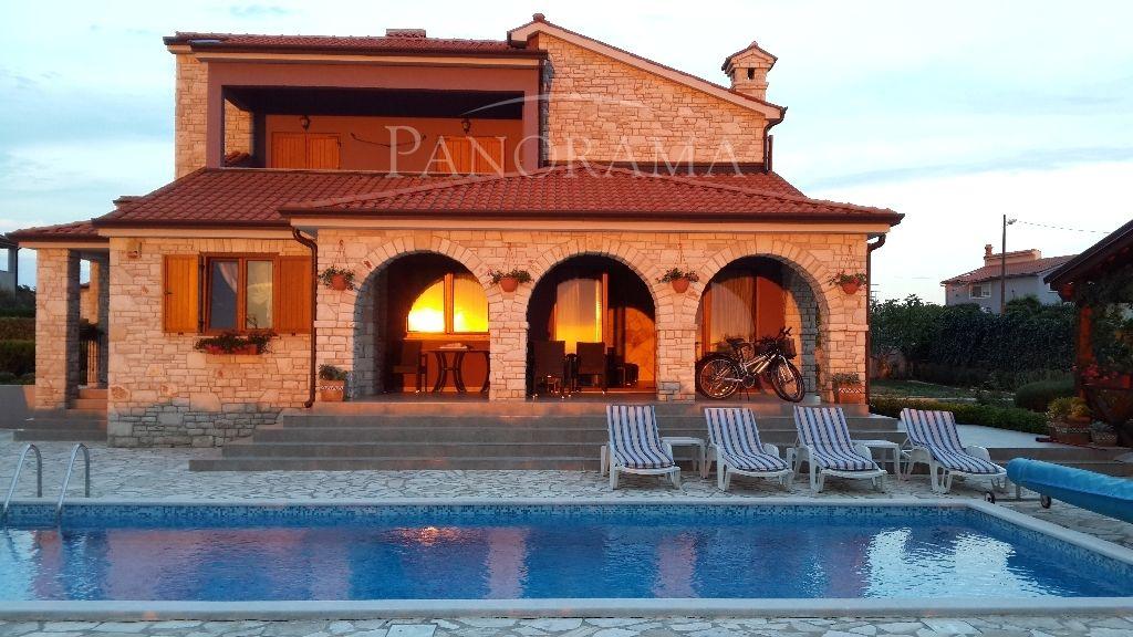 Дом в Пуле, Хорватия, 1009 м2 - фото 1