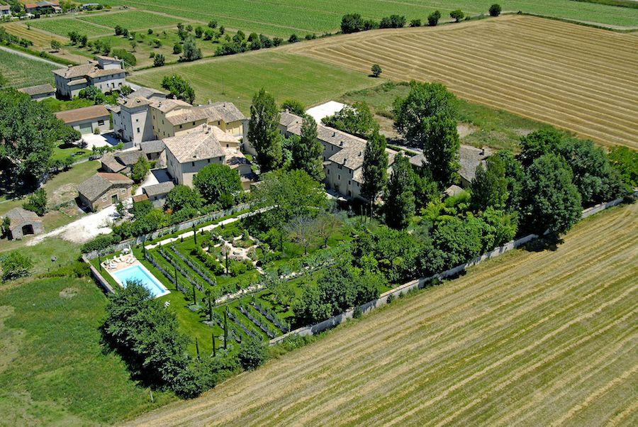 Коттедж в Умбрии, Италия, 2000 м2 - фото 1