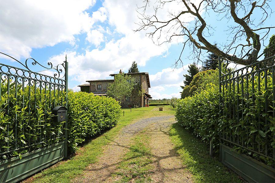 Дом в Умбрии, Италия, 3500 м2 - фото 2