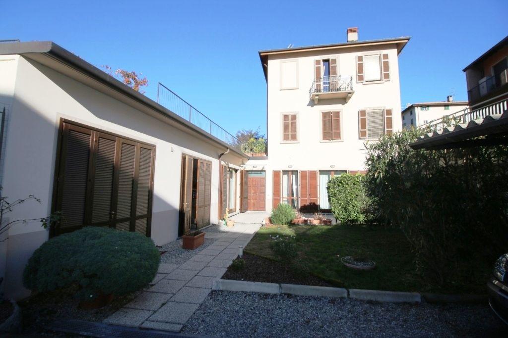 Дом у озера Комо, Италия, 390 м2 - фото 1