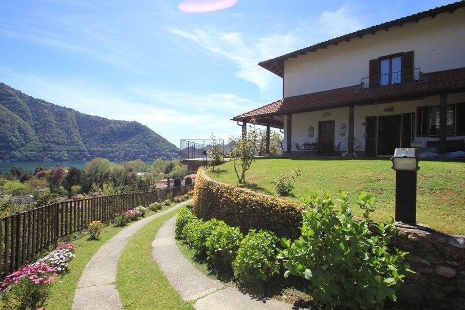 Вилла у озера Комо, Италия, 270 м2 - фото 1