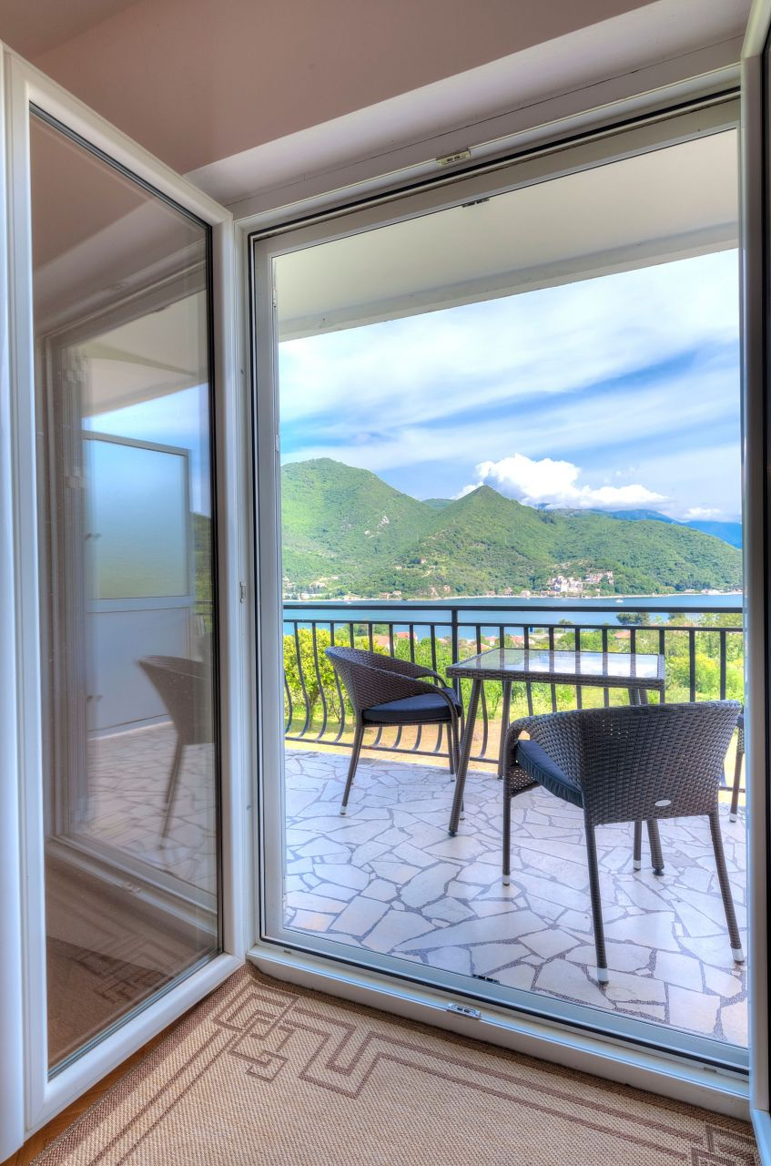 Отель, гостиница в Каменари, Черногория, 119 м2 - фото 1