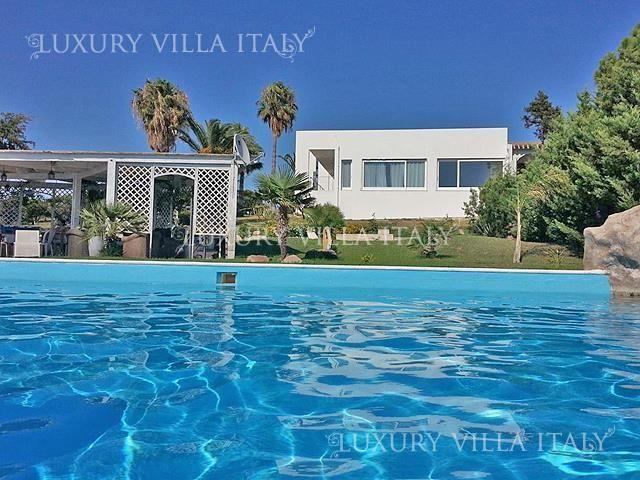 Дом в Кальяри, Италия, 300 м2 - фото 1