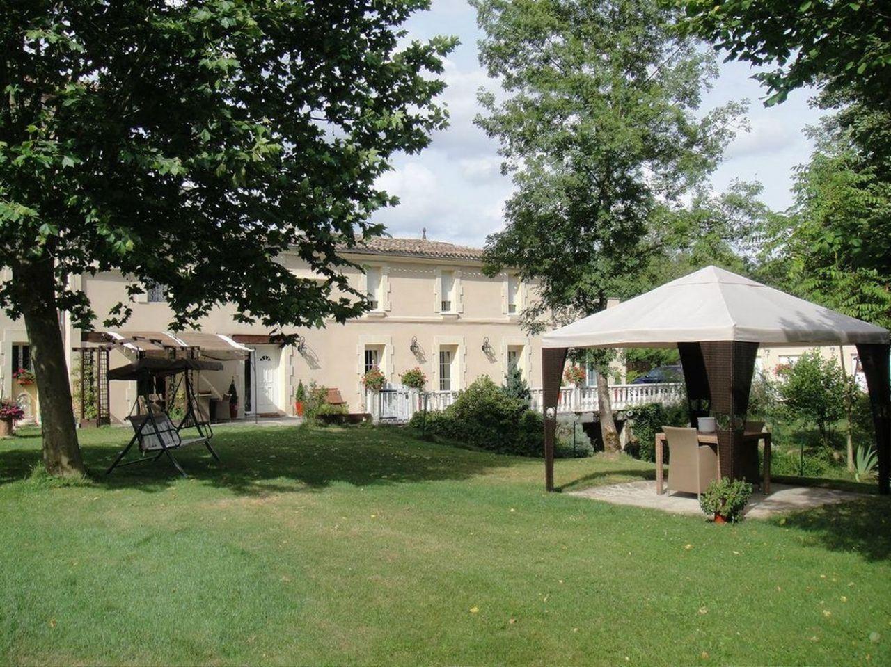 Отель, гостиница в Аквитании, Франция, 385 м2 - фото 1