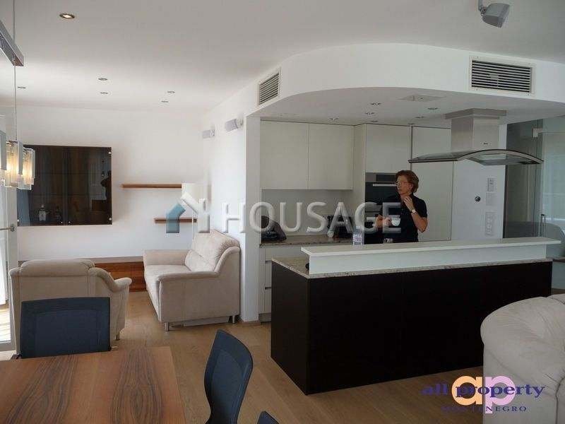 Квартира в Бечичи, Черногория, 280 м2 - фото 1