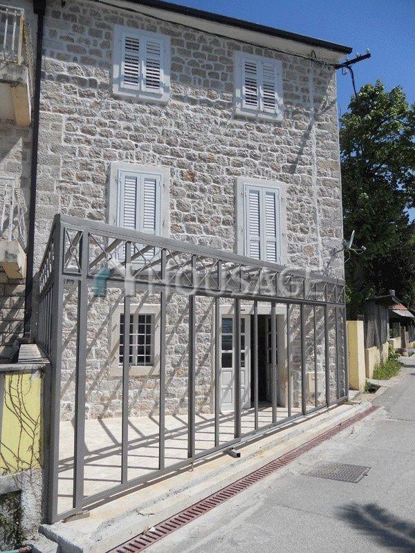 Коммерческая недвижимость в Херцеге Нови, Черногория, 124 м2 - фото 1
