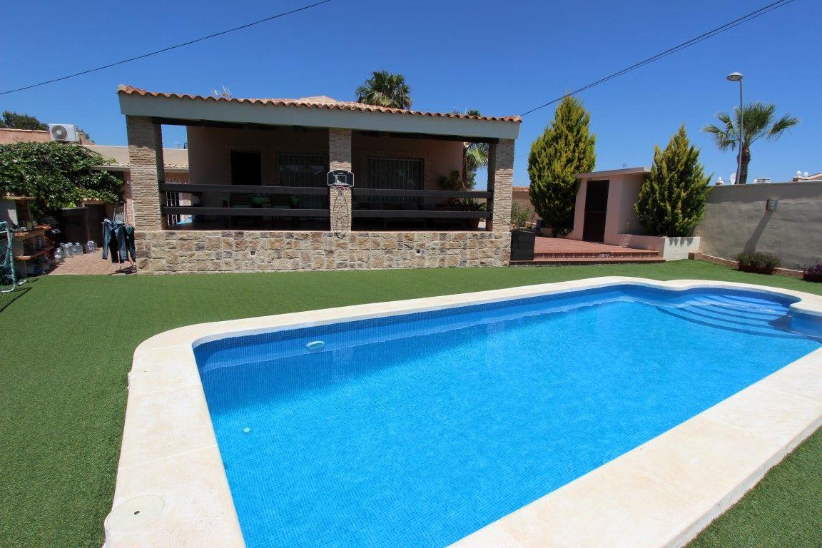 Вилла в Торревьехе, Испания, 607 м2 - фото 1