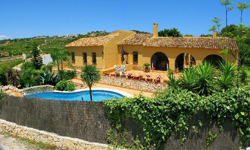 Вилла в Морайре, Испания, 4327 м2 - фото 1