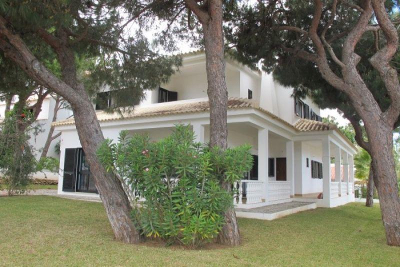 Вилла в Алгарве, Португалия, 618 м2 - фото 1